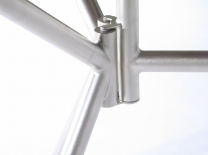 Dropleaf table – Walnut top and glass bead blasted folding stainless tube frame -detail