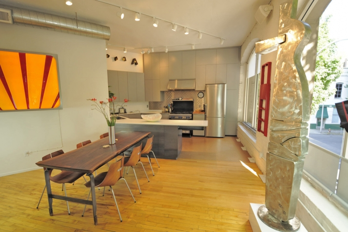 Downtown Loft dining area